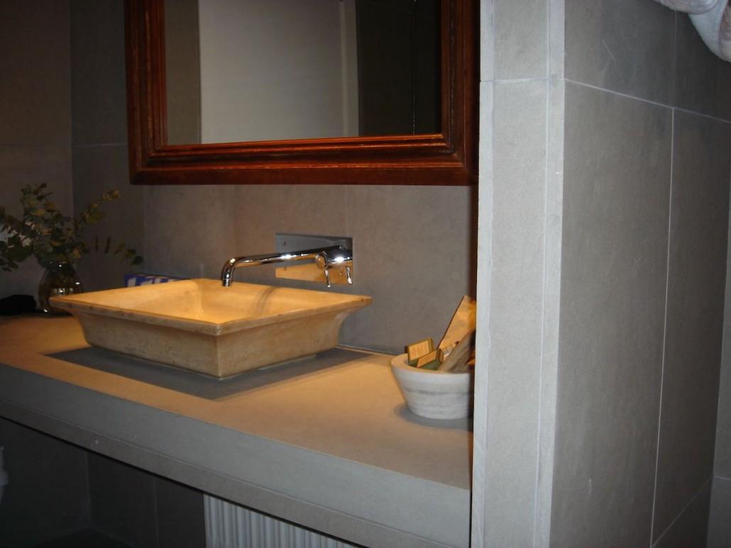 salles de bain la pierre et le marbre aubagne prs de - Salle De Bain Baignoire Rose