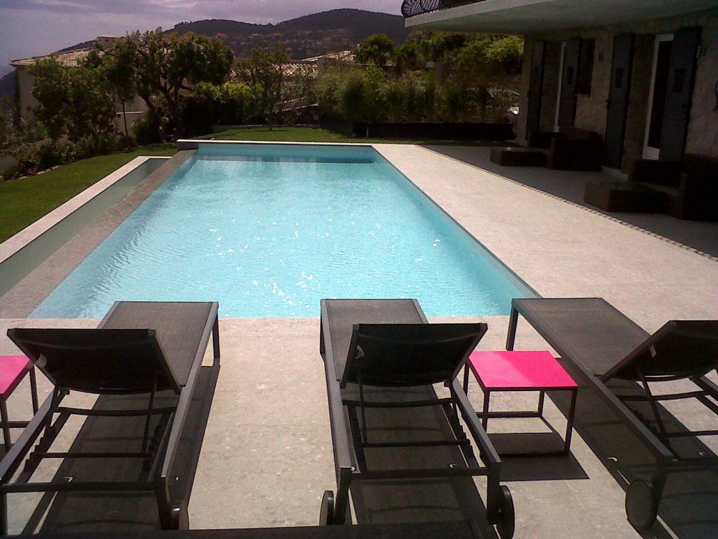 Dallage piscine margelle pour terrasse marseille for Terrasse piscine grise