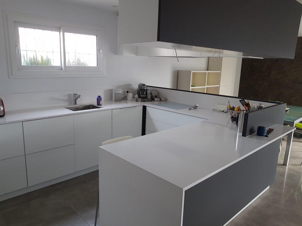 cuisines et plan de travail en marbre quartz silestone dekton aubagne marseille aix. Black Bedroom Furniture Sets. Home Design Ideas